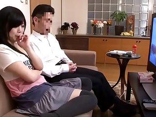 Bố đẻ chơi lu&ocirc_n con g&aacute_i sau khi hai bố con c&ugrave_ng xem sex
