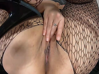 Thick wench receives anal