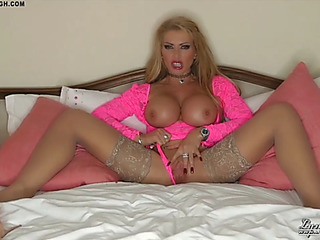 British mother i'd like to fuck lynda leigh widens her cookie fantasising about