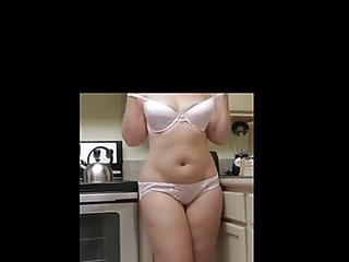 Steffi striptease