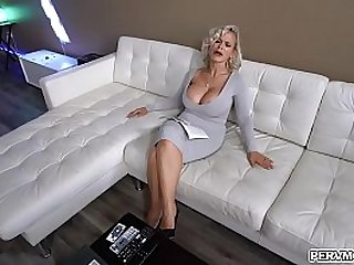 Big tits mom doesnt care of her breasts to be exposed especially for her stepson who she always wants to give a boner